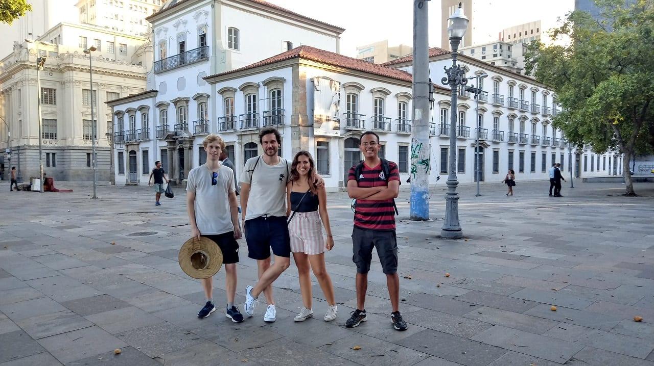 Os alunos tiveram um encontro inesperado no centro da cidade e fizeram novos amigos