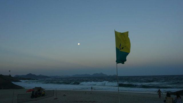 Luna en Portugués, luna en Río de Janeiro, Brasil.