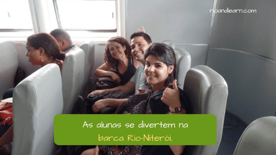 Barcas-Rio-Niterói. As Alunas se divertem na Barca Rio-Niterói