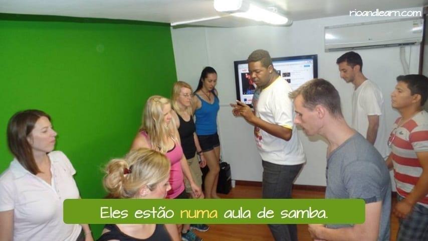 Example with the preposition em with indefinite articles in Portuguese: Eles estão numa aula de samba.