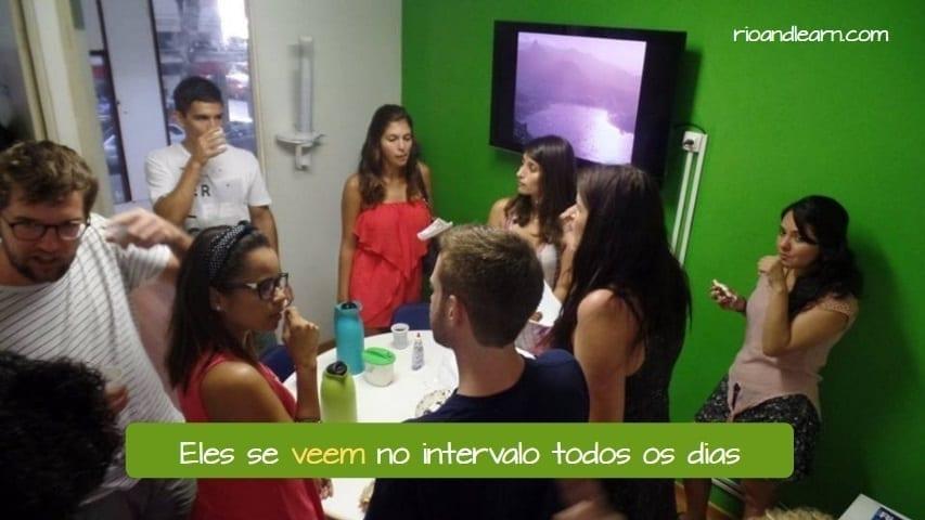 Presente de los verbos ver y leer en portugués. Ejemplo con el verbo leer en portugués: Eles se veem no intervalo todos os dias.