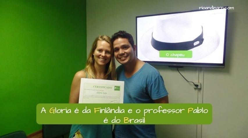 Example wiith Capital Letters in Portuguese: A Gloria é da Finlândia e o professor Pablo é do Brasil.