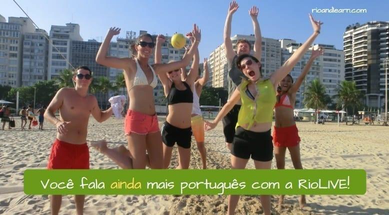 Ejemplo para entender que significa ainda en portugués: Você fala ainda mais português com a RioLIVE!
