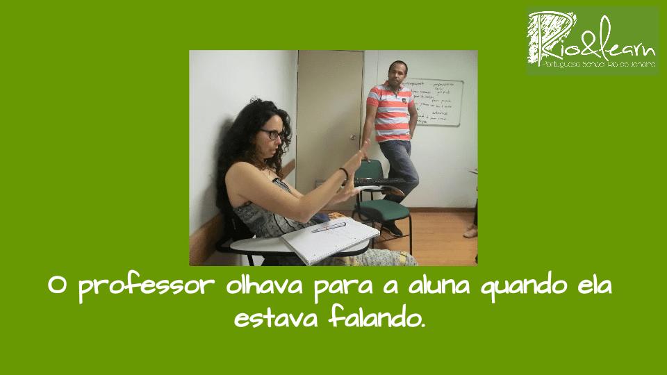 Portuguese Perfect and Imperfect. O professor olhava para a aluna quando ela estava falando.