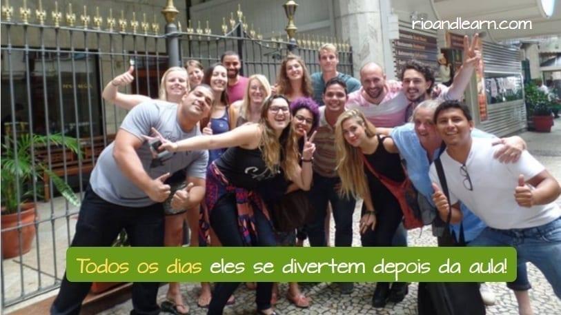 Vocabulário de rotina diária em Português. Todos os dias eles se divertem depois da aula! Estudantes estrangeiros de Português no em Copacabana após uma aula super divertida com os professores da Rio & Learn.