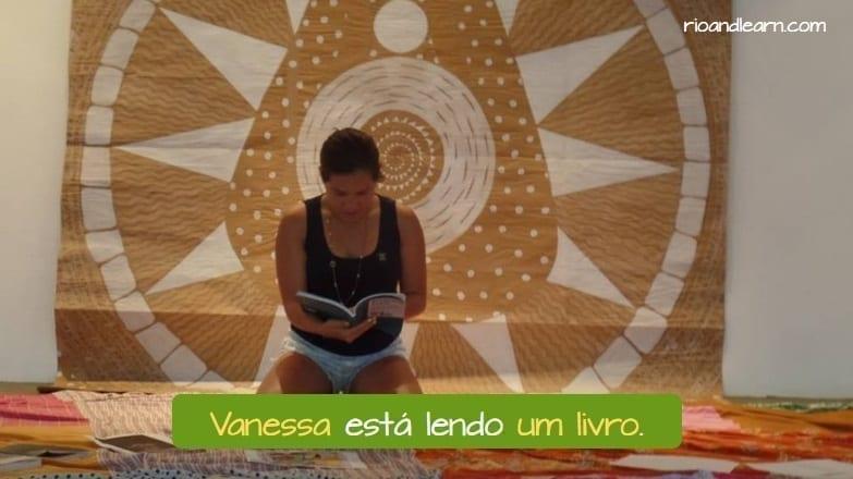 Ejemplo de sustantivos en portugués: Vanessa está lendo um livro.