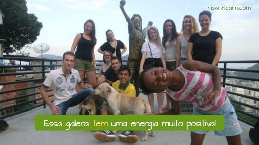 Exemplo com a conjugação do Verbo Ter em Português. Essa galera tem uma energia muito positiva!