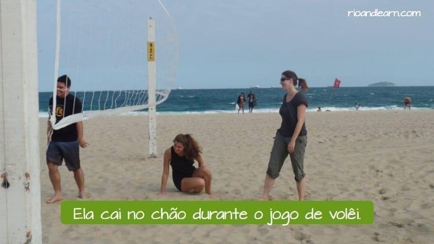 Ejemplo con los verbos terminados en -AIR en portugués: Ela cai no chão durante o jogo de vôlei.