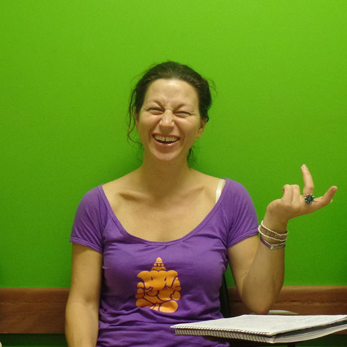 Learn Portuguese with fun at Rio & Learn Portuguese School. American student laughing during the Portuguese class.