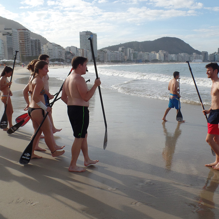 Learn Portuguese by living. Learn Portuguese and have fun in a surf class in Copacabana.