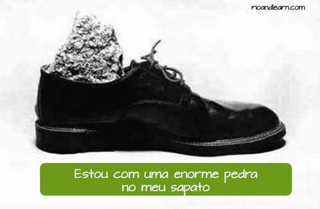 Ejemplo de expresiones en portugués: Estou com uma pedra enorme no meu sapato.
