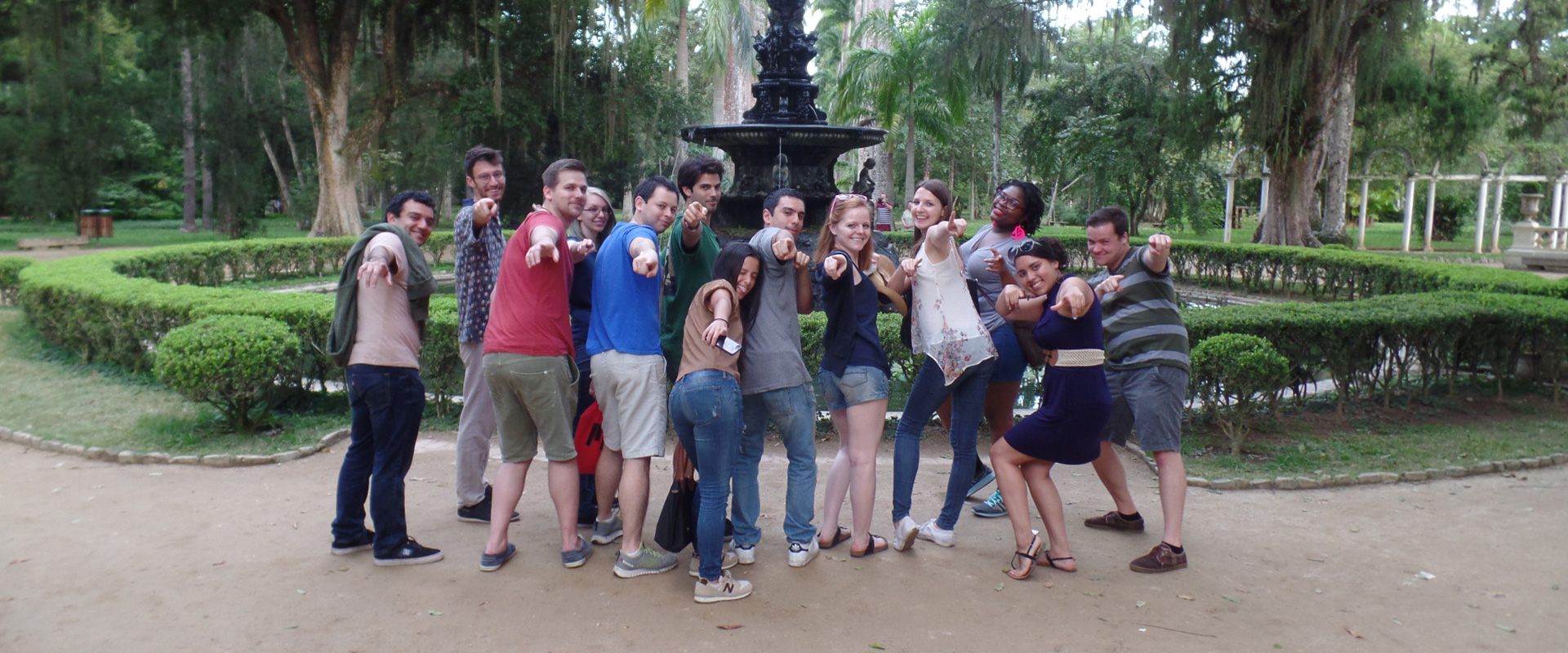 Foreigners students at Jardim Botânico learning Portuguese and having fun.