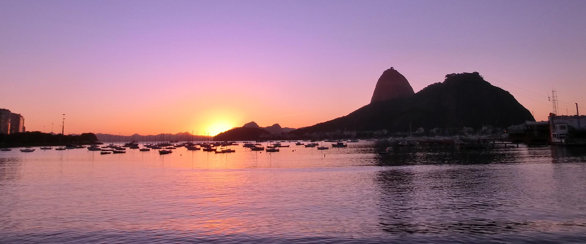 Sunset at Pão de Açúcar. Explore Rio de Janeiro.